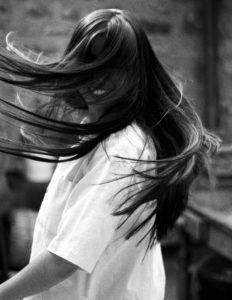lissage brésilien kératine : brillance et de souplesse des cheveux