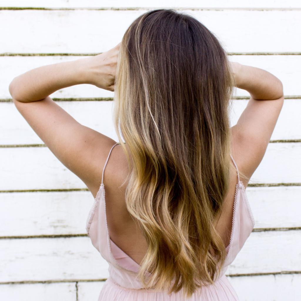 Le sombré hair : un coup de soleil dans vos cheveux
