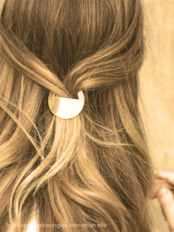 L'attache dorée coiffures faciles maison